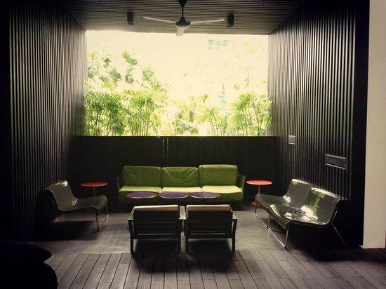 Studio M Hotel: pool side