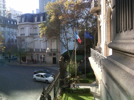 Recoleta: Alvear Ave from the French Embassy