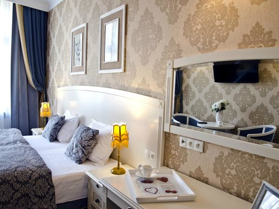 SleepWalker Boutique Suites: Deluxe Double Room - GOLD & BLUE - Pokój Dwuosobowy typu Delux