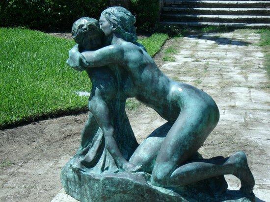 The Cloisters Nassau : Gardens statue