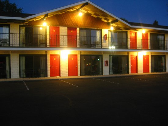 All Star Inn & Suites: Two-Story Unit
