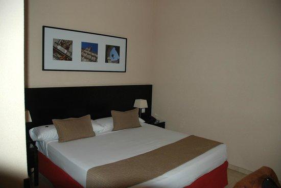 Hotel Exe Suites 33: Bedroom