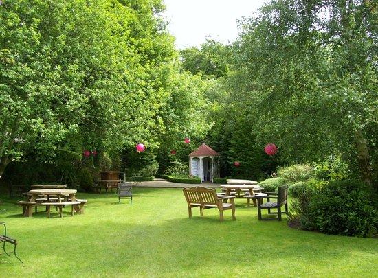 Glenview Hotel: garden area