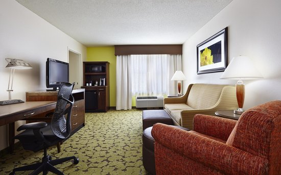 Hilton Garden Inn Omaha Downtown / Old Market Area: Spacious Suite