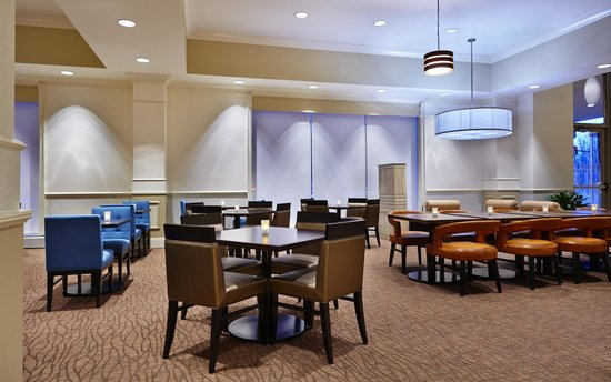 Hilton Garden Inn Omaha Downtown / Old Market Area: The Garden Grille & Bar