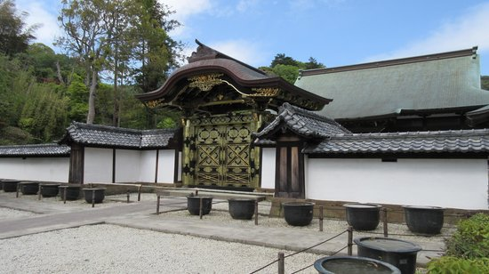 Kenchoji Temple: Gate to temple