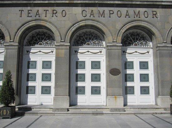 Teatro Campoamor: Parte de la fachada