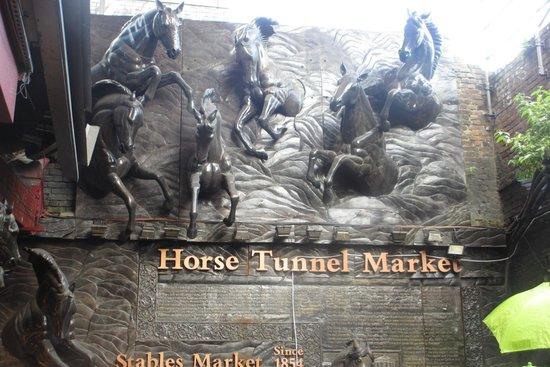 Camden Market: tunnel