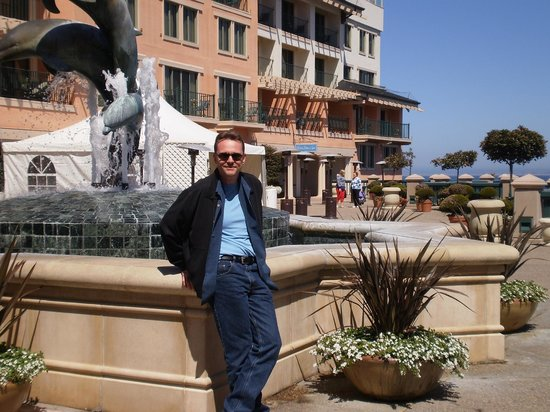 Monterey Plaza Hotel & Spa: In front of the dolphin fountain on the plaza level.