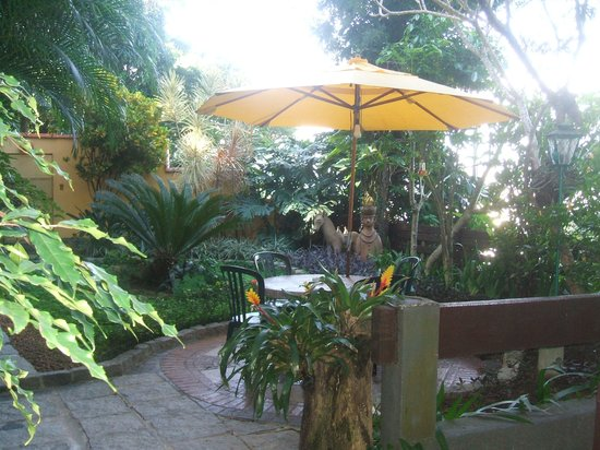 O Veleiro Bed and Breakfast: Patio Area