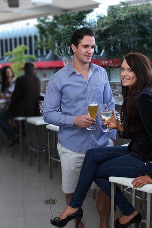 Jephson Hotel: Outdoor bar area