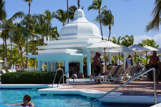 Hotel Riu Palace Punta Cana : Bar Saona e Piscina
