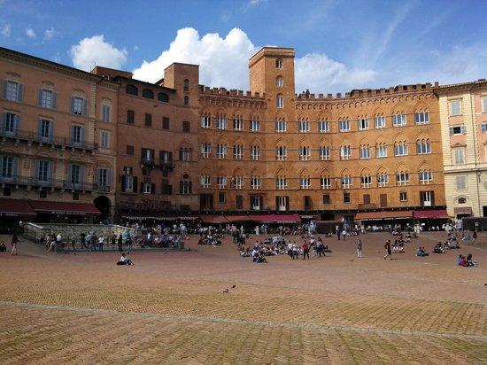 Palazzo Masi: Il Campo town square