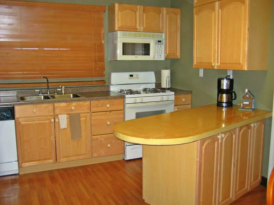 كريكوود إن: One Bedroom Apartment Kitchen