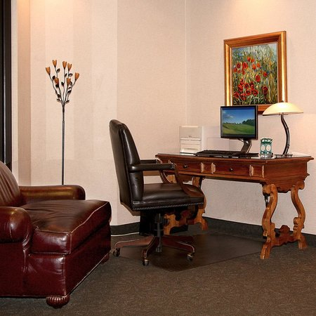 Sophie Station Suites: Guest Internet kiosk is available 24/7. Located next to Front Desk.