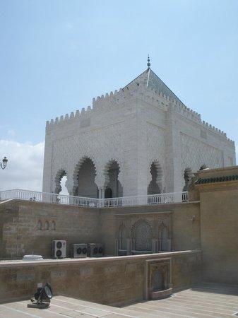 Mausolée de Mohammed V : Outside of Mausuleum