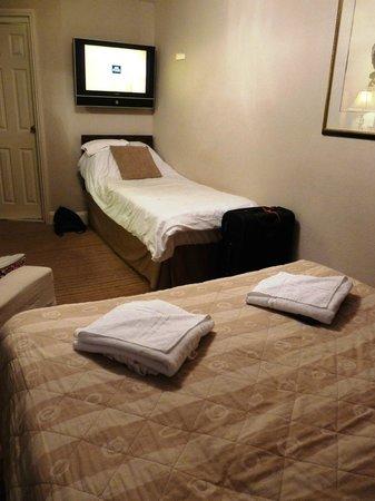 Arosfa Hotel : single bed triple room lower floor