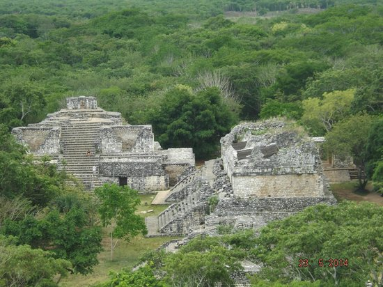 Ek Balam Mayan Ruins : Smaller pyramids of the compound
