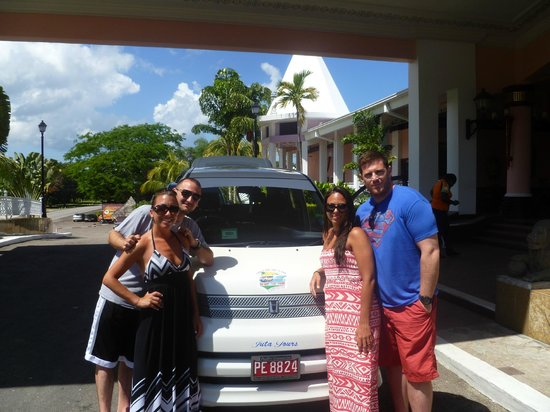 Dudley's Big Ship Taxi and Tours: Not only the best Driver in Negril, but a photographer too.