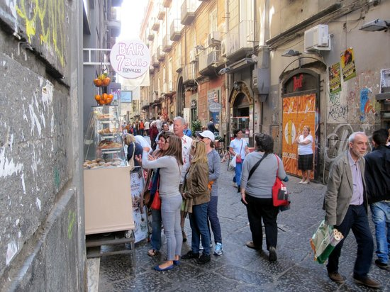 Bed and Breakfast Medea: near BnB Medea- the streets are lively!