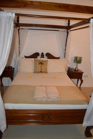 Marigot Palms Luxury Caribbean Guesthouse and Apartments: Buckingham Suite Bedroom