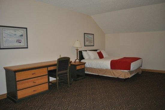 The Glacier View Inn: The loft room