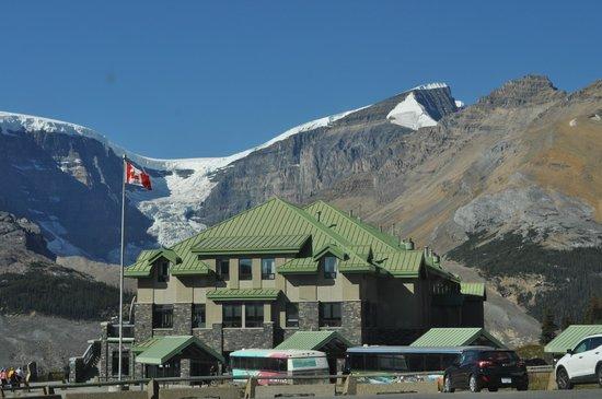 The Glacier View Inn: Hotel exterior