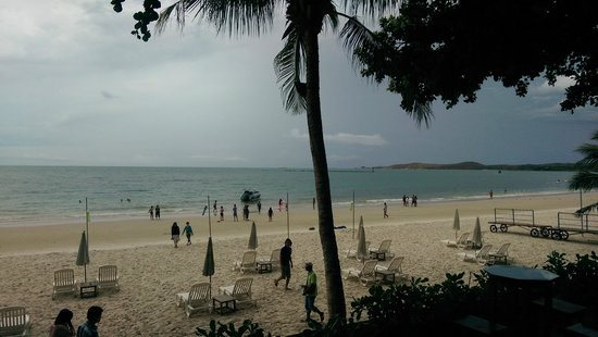 Sai Kaew Beach Resort : Public beach, not private