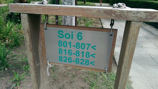 Sai Kaew Beach Resort: Don't book here, it's a 10 min walk from the beach