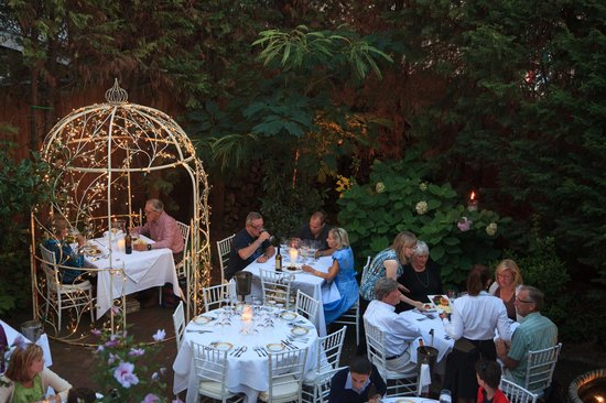 The Gables: Dining in The Garden