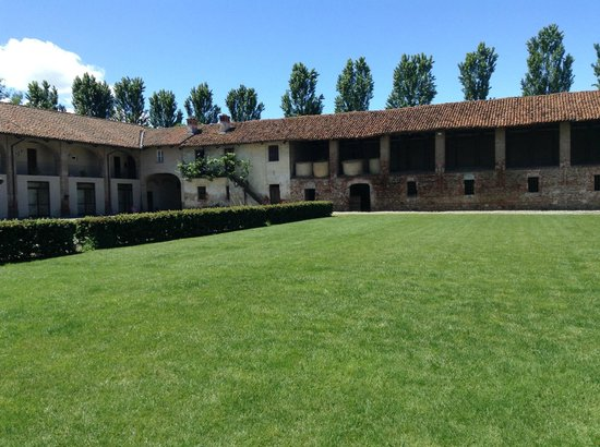 Agriturismo Camisassi : Central Courtyard