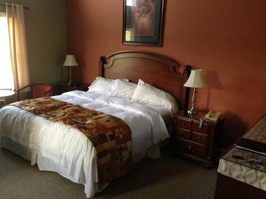 The Wilds at Salmonier River Hotel Rooms & Suites : King Bed