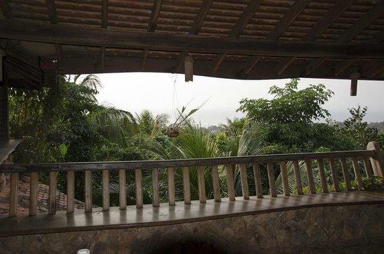 Veranda Natural Resort: 海がかすかに見える