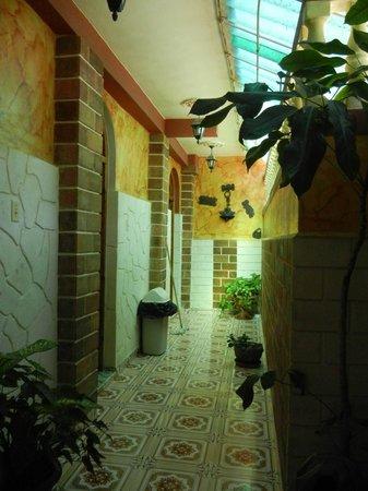 Casa Colonial Yadilis y Joel: Pasillo de las habitaciones planta alta