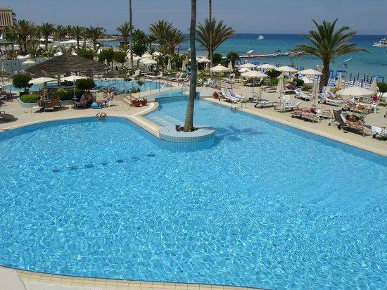 Sunrise Beach Hotel: lagoon pool