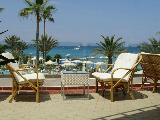 Sunrise Beach Hotel: veranda