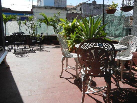 Casa Colonial Yadilis y Joel: Balcón a lado de las habitaciones