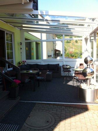 Weinhaus Simon: Front terrace