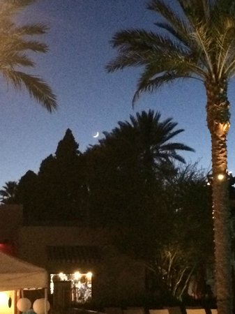 The Wigwam : Amateur Attempt To Capure Moon With Cell Phone