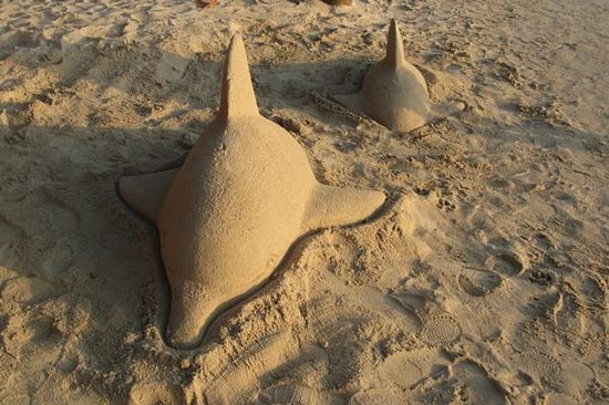 Bananarama Beach and Dive Resort: Sand Sculpture