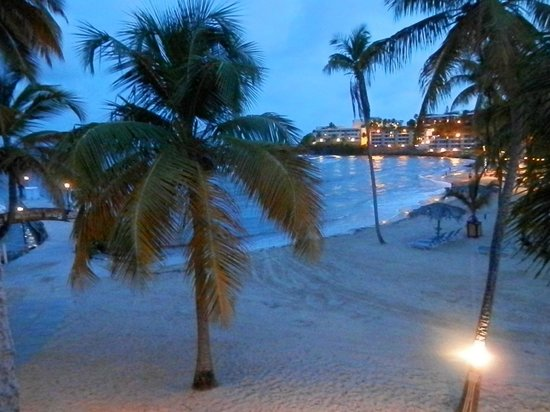 Bolongo Bay Beach Resort : evening view from our room