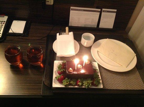 Hyatt Regency Toronto: The midnight birthday cake n strawberries!