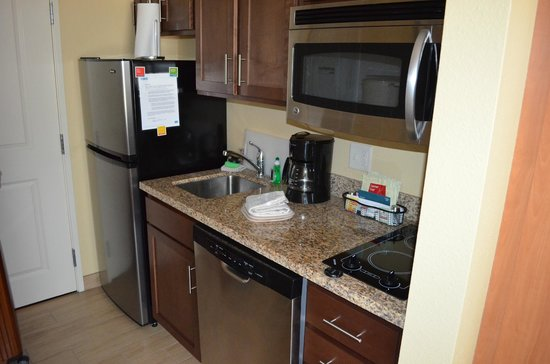 TownePlace Suites Roswell: Kitchen