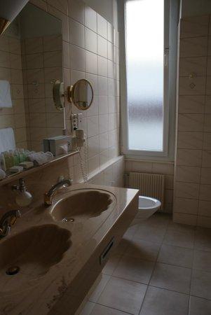 Eden Palace au Lac: Bathroom