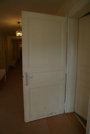 Eden Palace au Lac: Room's door