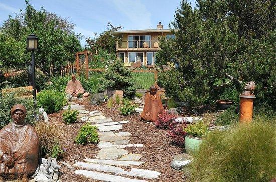 Takaki House: Sculpture Garden