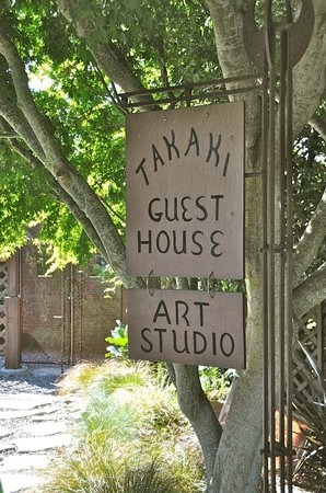 Takaki House : Sign