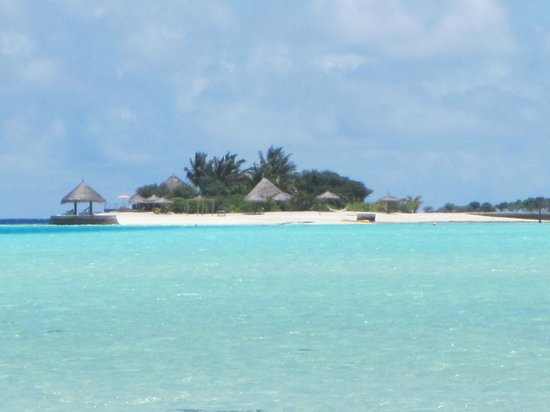 Anantara Veli Maldives Resort: sister island you can kayak/paddle board to