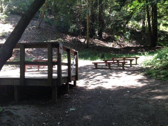 Sanborn Park : Group talk area