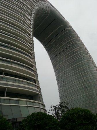 Sheraton Huzhou Hot Spring Resort : Closer outside view